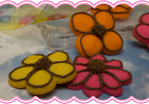 Decorating Cookie Press Flowers