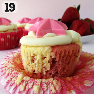 19 Strawberry Cheesecake Cupcakes