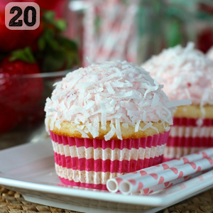 20 Strawberry Coloda Cupcakes