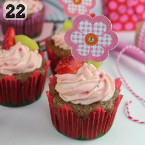 22 Strawberry Kiwi Cupcakes